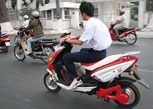 Gia hạn miễn lệ phí trước bạ xe máy điện đến hết năm 2015 - Ảnh 1