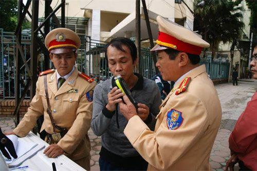 WHO kiến nghị phạt tù lái xe có nồng độ cồn trong máu cao - Ảnh 1