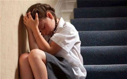 Bạo hành gia đình: Cha thường xuyên bỏ đói con, không cho ông bà tiếp xúc - Ảnh 1
