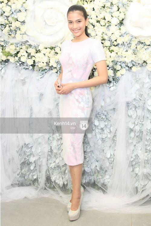Ngọc Trinh, Angela Phương Trinh xuất hiện với khuôn mặt cứng đơ trong sự kiện - Ảnh 9
