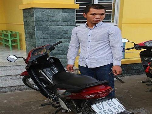 Bị cầu thủ bóng đá bắt quả tang khi đang trộm xe máy - Ảnh 1