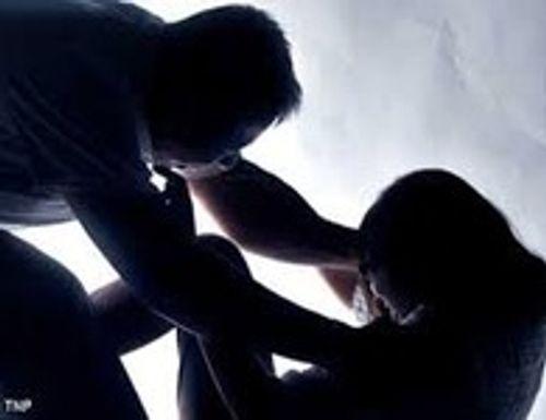 Vờ thuê trọ, đối tượng lạ mặt hiếp dâm chủ nhà nghỉ - Ảnh 1