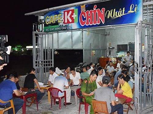Hàng trăm cảnh sát vây bắt sòng bạc tại quán cafe trong đêm - Ảnh 1