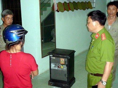 Hết tiền chơi game, thiếu niên rủ bạn trộm két sắt của bố mẹ - Ảnh 1