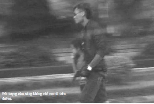 Tạm giam đối tượng cầm súng dùng con ruột làm tin để cướp taxi - Ảnh 1