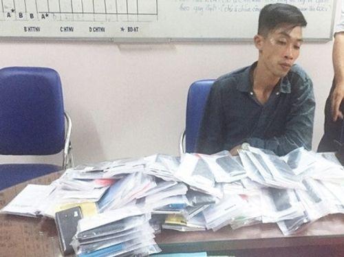 Thanh niên đột nhập trung tâm bảo hành trộm 120 điện thoại - Ảnh 1