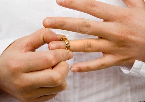 Ly hôn khi vợ hoặc chồng mất tích khỏi nơi cư trú? - Ảnh 1