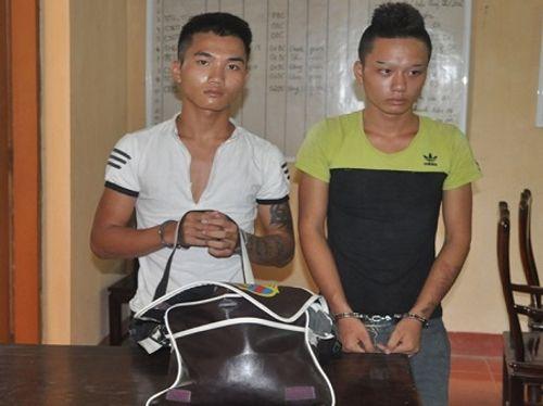 Bắt giữ 2 nam thanh niên siết cổ xe ôm cướp tài sản - Ảnh 1