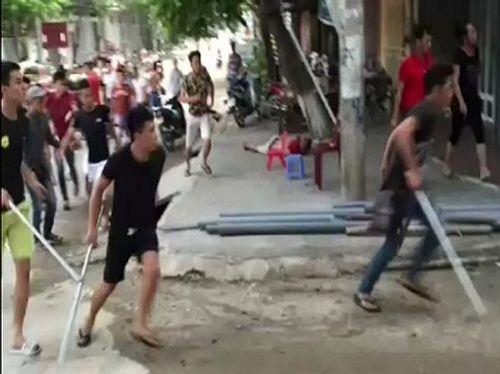 Chủ mưu vụ hàng chục giang hồ đánh người ở Phú Thọ ra đầu thú - Ảnh 1