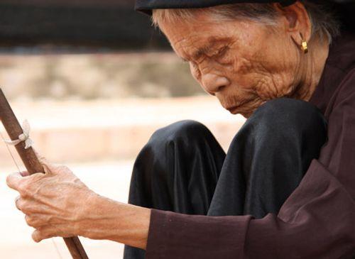 Hỗ trợ nghệ nhân nhân dân, ưu tú có thu nhập thấp  - Ảnh 1