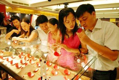"""Vàng giả Trung Quốc vào VN: Nhiều cặp đôi lo """"sốt vó""""  - Ảnh 1"""