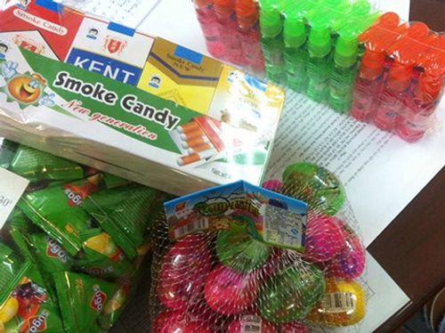 Hà Nội: Thu giữ 76.000 đồ chơi, bánh kẹo gây hại cho trẻ - Ảnh 1