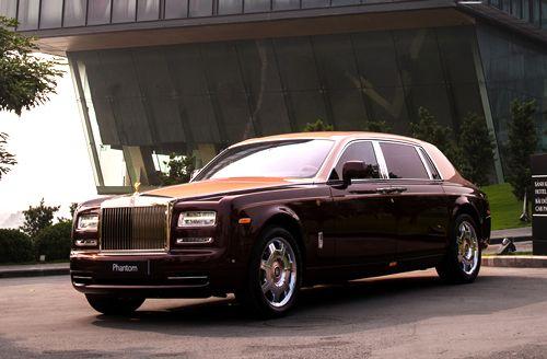 """Rolls-Royce Phantom Lửa thiêng 50 tỷ """"náo loạn"""" đường phố HN - Ảnh 1"""