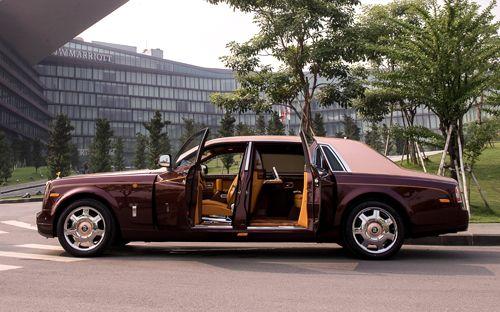 """Rolls-Royce Phantom Lửa thiêng 50 tỷ """"náo loạn"""" đường phố HN - Ảnh 4"""