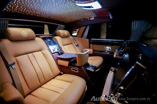 """Rolls-Royce Phantom Lửa thiêng 50 tỷ """"náo loạn"""" đường phố HN - Ảnh 7"""