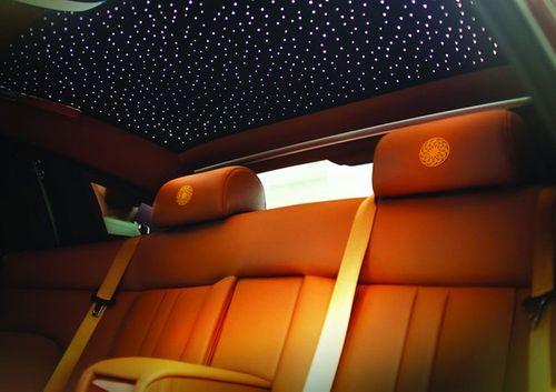 """Rolls-Royce Phantom Lửa thiêng 50 tỷ """"náo loạn"""" đường phố HN - Ảnh 8"""