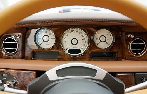 """Rolls-Royce Phantom Lửa thiêng 50 tỷ """"náo loạn"""" đường phố HN - Ảnh 6"""