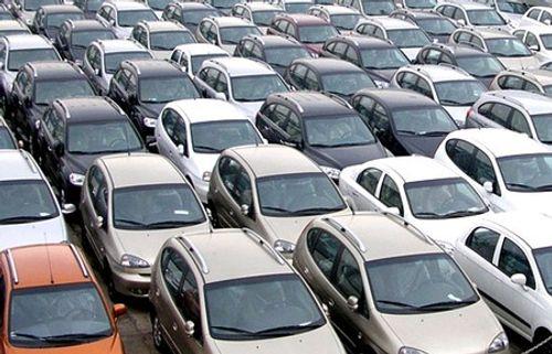 """Đại gia 'mở hầu bao"""" ào ào mua ô tô - Ảnh 1"""