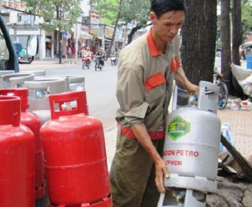 Giá gas giảm 4.500 đồng/bình 12kg từ hôm nay (1/4) - Ảnh 1
