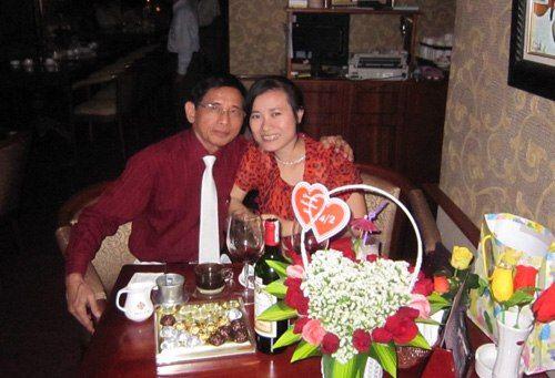 Đại gia Lê Ân rớt nước mắt vì vợ trẻ kém 55 tuổi - Ảnh 1