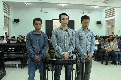 Công an xã đánh tử vong học sinh: Khởi tố 2 người nhà nạn nhân - Ảnh 1