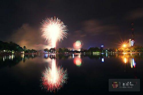 Hà Nội, TP.HCM rực sáng pháo hoa chào mừng ngày 30/4 - Ảnh 2