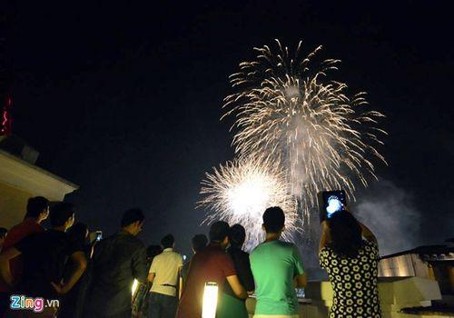 Hà Nội, TP.HCM rực sáng pháo hoa chào mừng ngày 30/4 - Ảnh 10