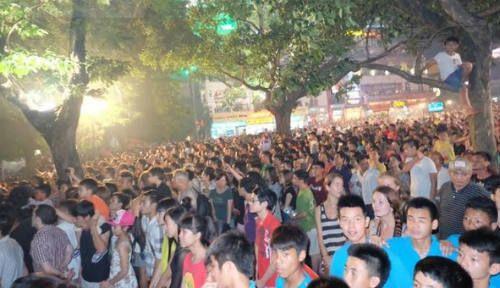 Hà Nội, TP.HCM rực sáng pháo hoa chào mừng ngày 30/4 - Ảnh 1