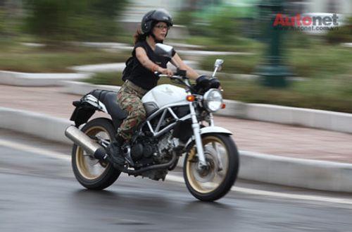 Phụ nữ đẹp, tự tin và gợi cảm nếu biết lái xe mô tô - Ảnh 3