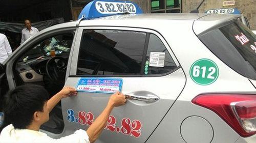 Cước taxi tăng, giá vé máy bay có nguy cơ vượt trần - Ảnh 1