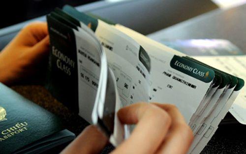 Cước taxi tăng, giá vé máy bay có nguy cơ vượt trần - Ảnh 2