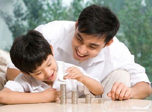 Gửi tiết kiệm cho con và mua bảo hiểm cho con, cái nào tốt hơn? - Ảnh 1