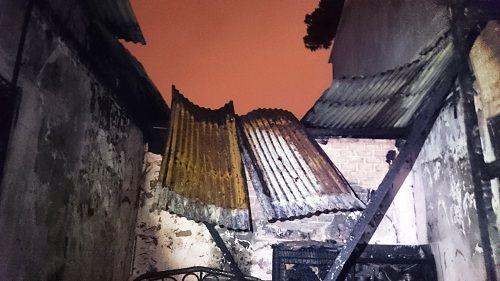 """Lâm Đồng: """"Nghi án"""" thanh niên ngáo đá tự đốt nhà - Ảnh 1"""
