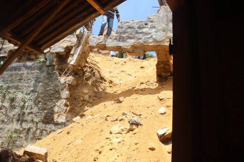 Đà Lạt: Sạt lở đất vùi lấp nhà dân - Ảnh 2
