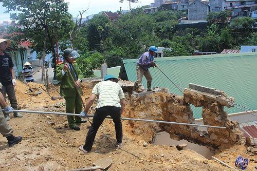 Đà Lạt: Sạt lở đất vùi lấp nhà dân - Ảnh 3