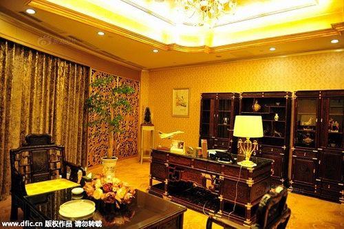 Cận cảnh khách sạn 74 tầng dát vàng ở Trung Quốc - Ảnh 11