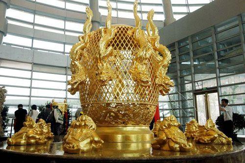 Cận cảnh khách sạn 74 tầng dát vàng ở Trung Quốc - Ảnh 3