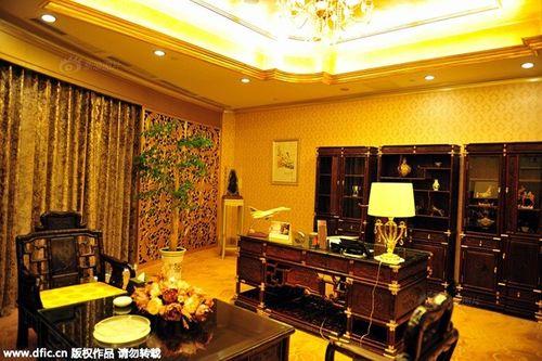 Cận cảnh khách sạn 74 tầng dát vàng ở Trung Quốc - Ảnh 7