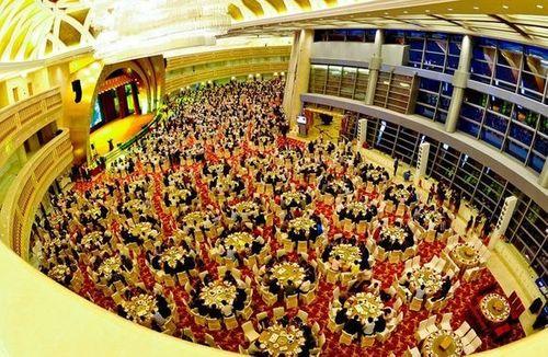Cận cảnh khách sạn 74 tầng dát vàng ở Trung Quốc - Ảnh 9
