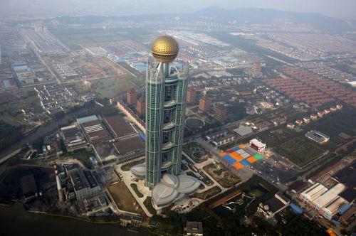 Cận cảnh khách sạn 74 tầng dát vàng ở Trung Quốc - Ảnh 1