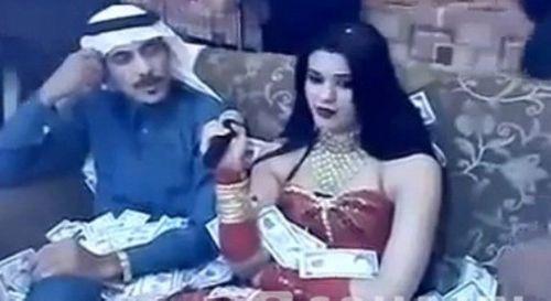 Đại gia Ả Rập chi 10 tỷ gặp mỹ nữ trong 15 phút, bo cả núi USD cho tiếp viên - Ảnh 2
