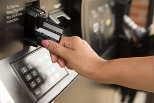 Ngân hàng áp lãi cắt cổ với thẻ tín dụng: Người dùng thẻ phải làm sao? - Ảnh 2