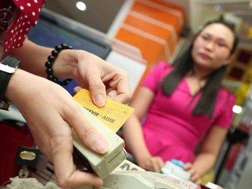 Ngân hàng áp lãi cắt cổ với thẻ tín dụng: Người dùng thẻ phải làm sao? - Ảnh 3
