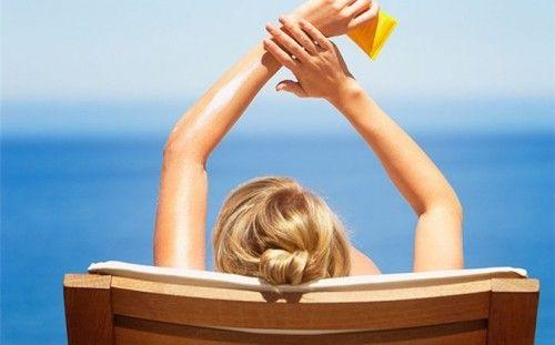 Cách chọn mua và dùng kem chống nắng đạt hiệu quả cao nhất  - Ảnh 1