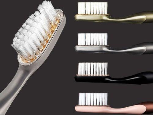 Bàn chải đánh răng 90 triệu, xà bông 60 triệu trong nhà đại gia - Ảnh 1