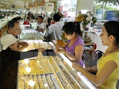 Giá vàng trong nước hiện nay khó dự đoán hơn giá thế giới - Ảnh 1