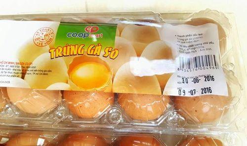 """Siêu thị Co.op Mart bị phản ánh bán trứng gà """"đến từ tương lai""""? - Ảnh 1"""