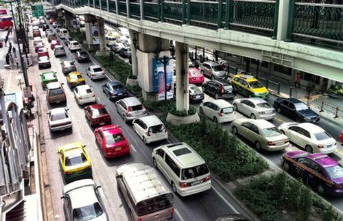Giá ô tô Việt Nam chênh với khu vực tới 80% do đâu? - Ảnh 1