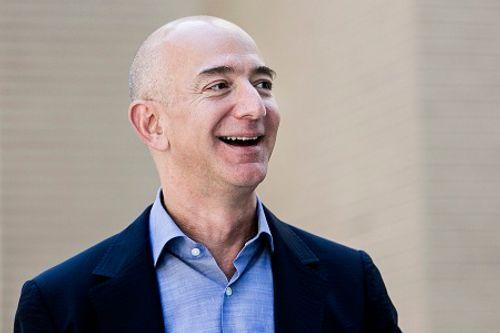 """Đại gia Amazon """"vượt mặt"""" Warren Buffett thành người giàu thứ 3 thế giới - Ảnh 1"""