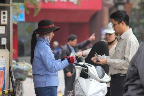 Giá xăng Việt Nam lại thuộc hàng đắt nhất thế giới - Ảnh 1